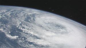 110902_typhoon_01_l